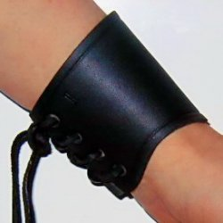 Short leather arm guard