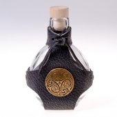 Glas hip flask with Celtic mount